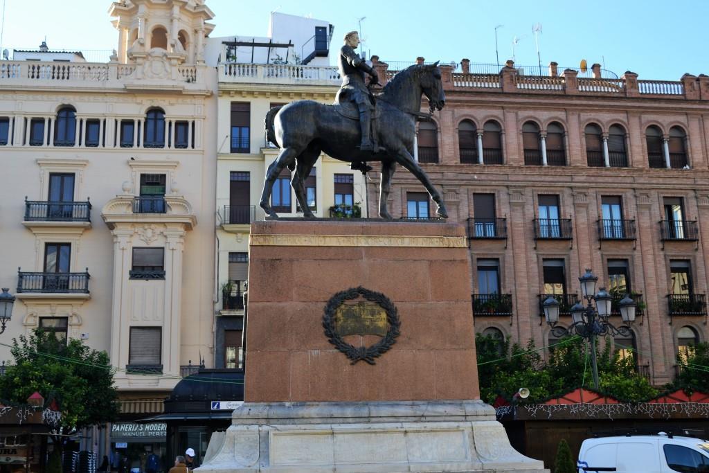 visitare cordoba statua plaza las tendillas