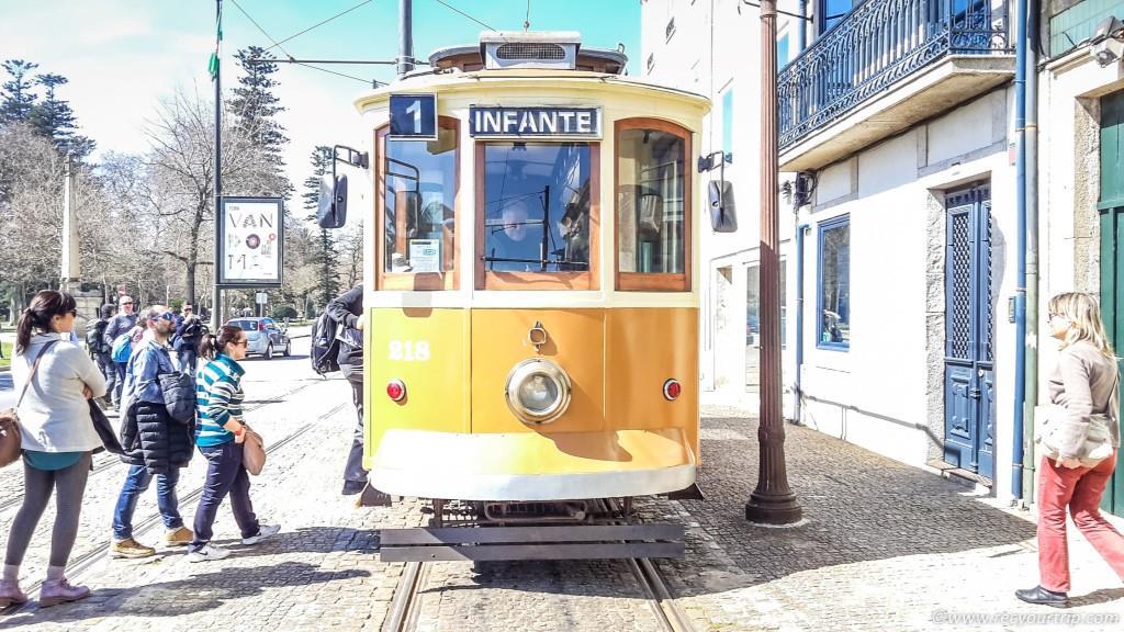 porto due giorni vicoletti ribeira tram vecchio