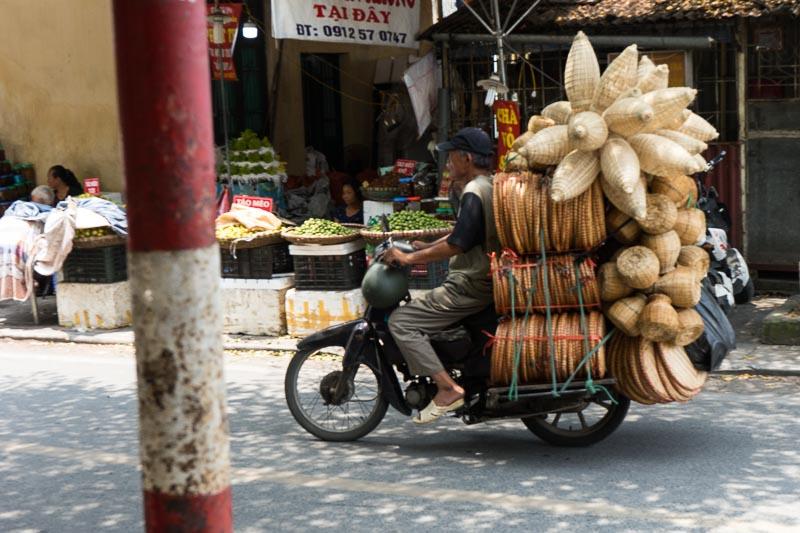 attraversare la strada in vietnam