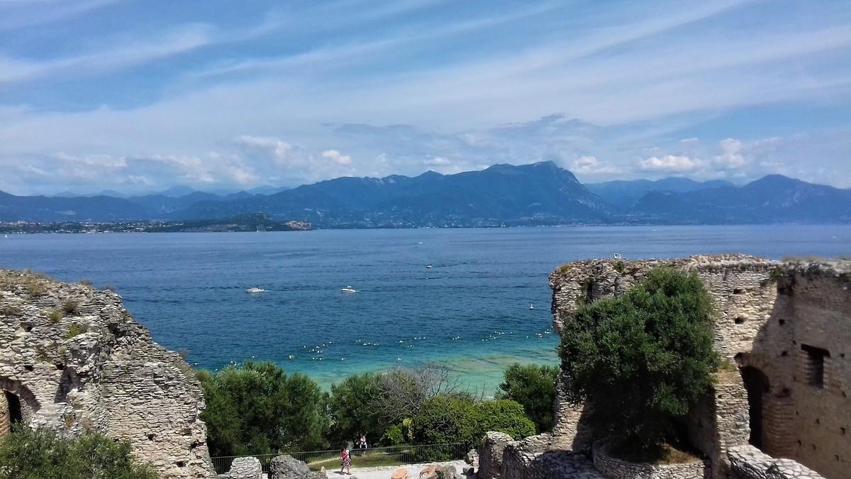 Sirmione lago dalle Grotte di catullo