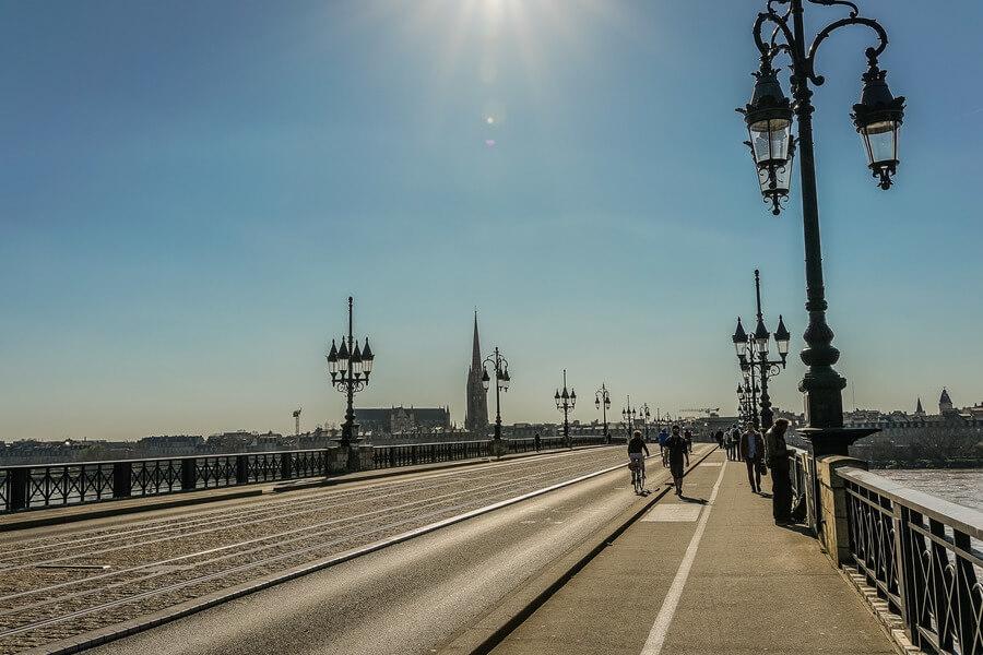 cosa vedere a bordeaux, vista attraversando il ponte sulla garonna a Bordeaux