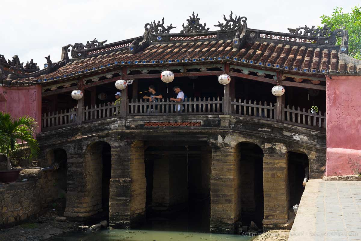 una delle cose da vedere nella città delle lanterne in vietnam