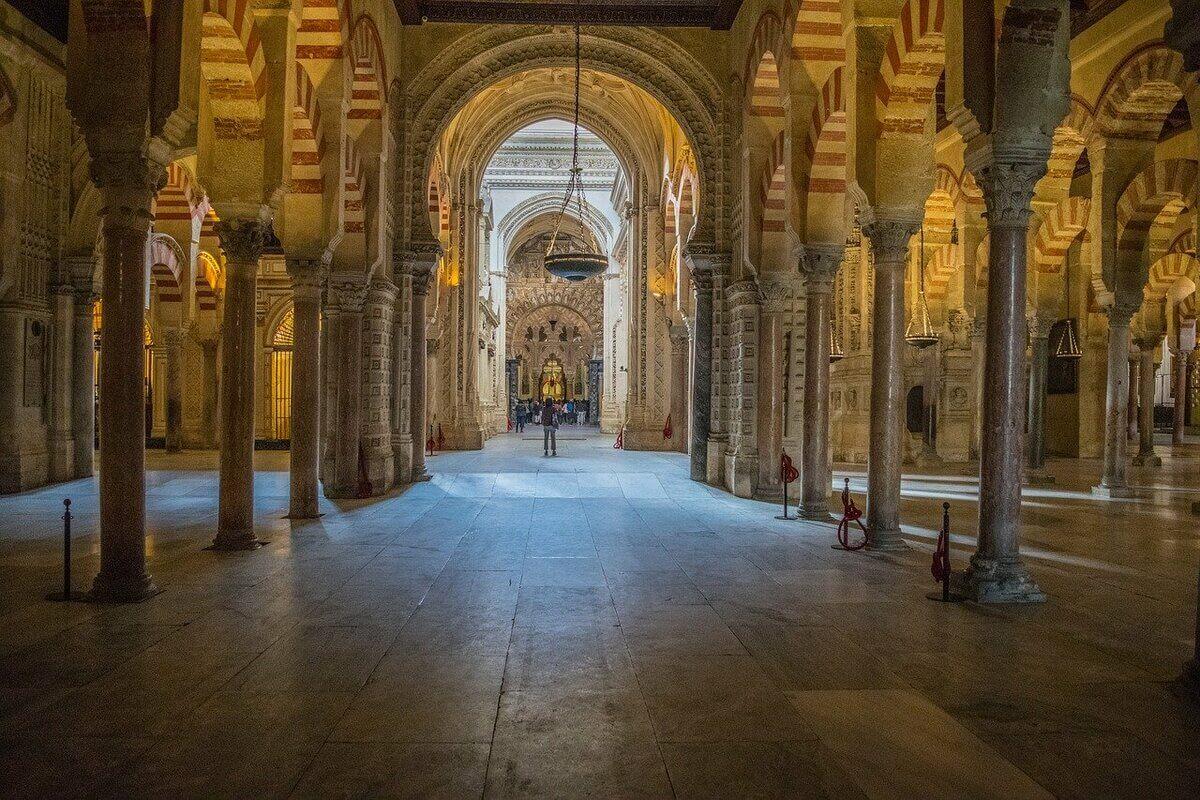 interni della mezquita di cordoba
