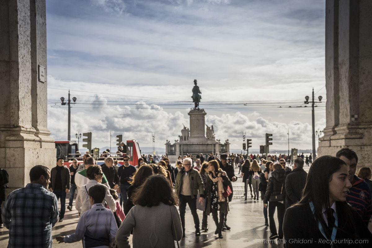 vista della piazza del commercio di Lisbona