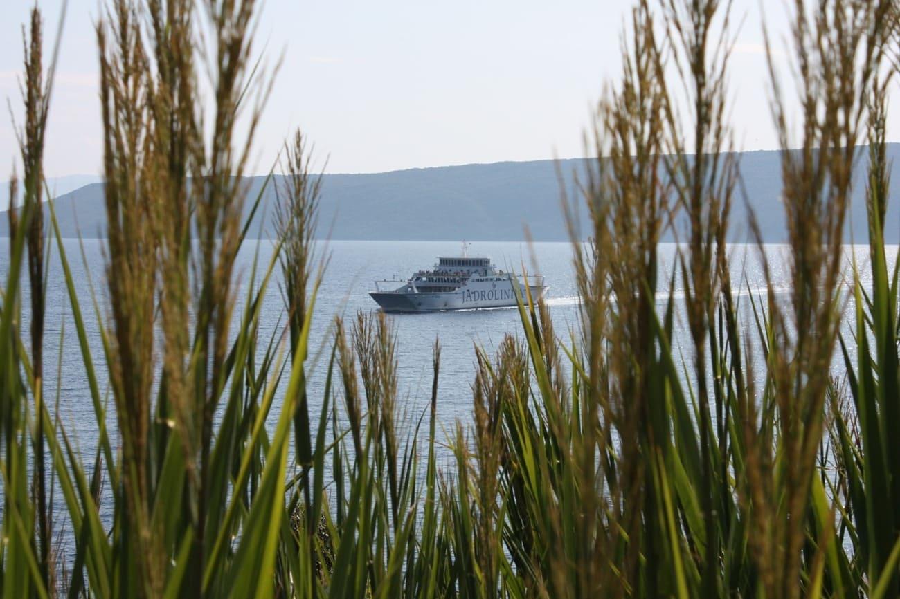 traghetto tra le isole della croazia