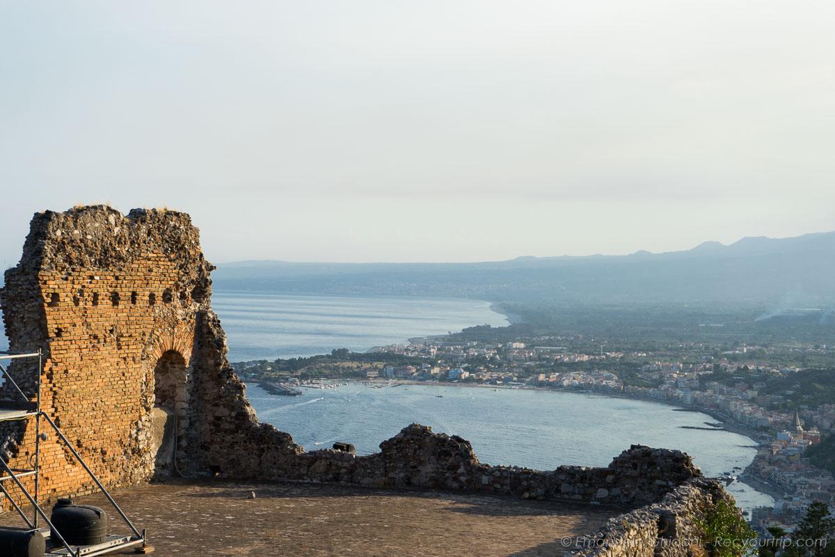vista del teatro antico di taormina